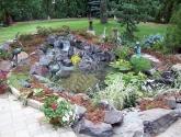 Dirbtinis baseinas su akmenimis